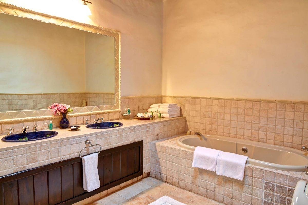 297-bathroom_2